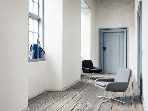 softline Modell Coco: Grauer Sessel am Fenster