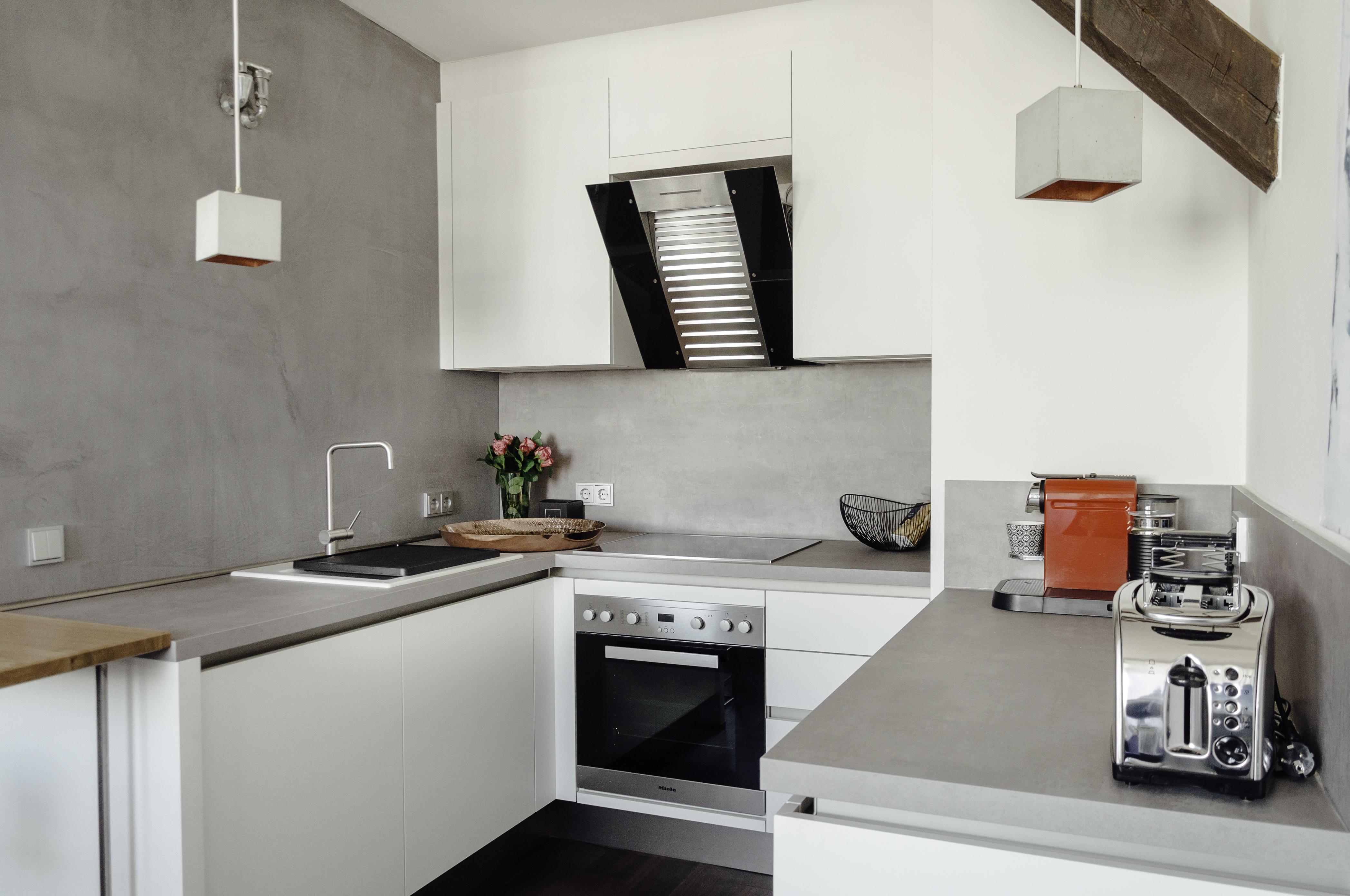 Eine offene Küche mit Blick auf die Terrasse | by andy - for better ...