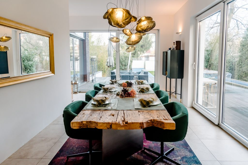 Dining deluxe: Der Essbereich im Showroom - by-andy.com